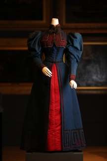 Worth, Paris fashion house France 1858–1954 Jean-Philippe Worth designer 1853–1924 Day dress 1895 wool, silk (satin) cotton (net, tulle), glass (beads) The Dominique Sirop Collection National Gallery of Victoria, Melbourne