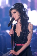 """Amy Winehouse performs """"Rehab"""" during 2007 MTV Movie Awards - Show at Gibson Amphitheater in Los Angeles, California, United States. (Photo by Jeff Kravitz/FilmMagic)"""
