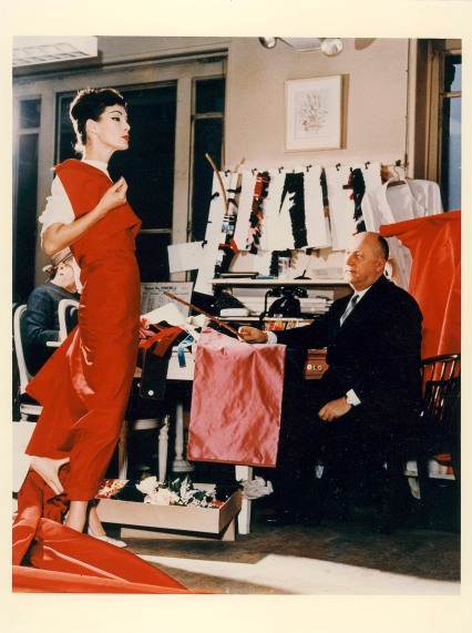 Christian Dior and fashion model Lucky c. 1956 © Christian Dior Photo: Bellini