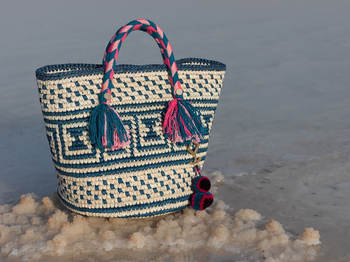 Yosuzi SS17 extends to bags & clutches + the designer's new library for kids in Venezuela