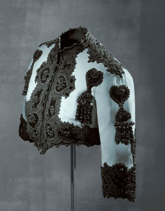 Bolero jacket, velvet with felt and velvet appliqué and beading, Balenciaga for EISA, Spain, 1947 © Museo Cristóbal Balenciaga