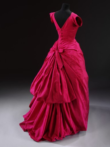 Evening dress, silk taffeta, Cristóbal Balenciaga, Paris, 1954 © Victoria and Albert Museum, London