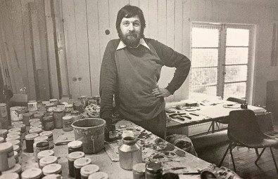 Alun Leach-Jones with a variety of Liquitex paint jars in his Macquarie University studio, Sydney, 1977 Image courtesy Macquarie University, Sydney