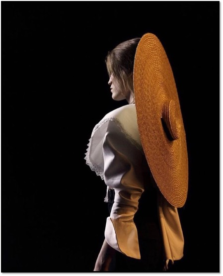 Christine Pegg hat